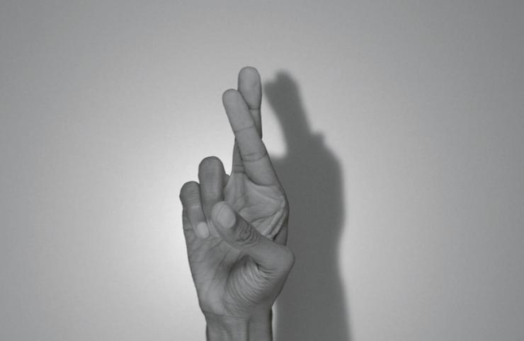 Rivane Neuenschwander (*1967) Erotisme, 2014 HD-Video, Größe variabel, 5:46 Min., Edition of 8 + 2APs © Courtesy Rivane Neuenschwander; Stephen Friedman Gallery, London; Galeria Fortes Vilaça, São Paulo and Tanya Bonakdar Gallery, New York